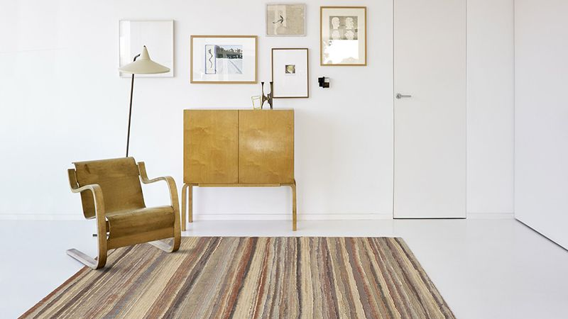 Modern interior design with rugs: elevate your living space from casual to chic