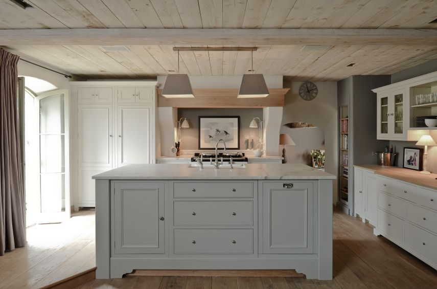 Neptune Chichester Kitchen with range cooker